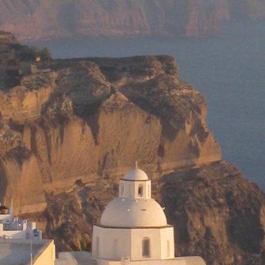 Voyage dans les cyclades : Santorin, la touristique.
